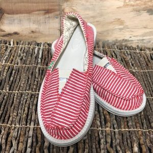 Sanuk Castaway flat size 7 red white striped